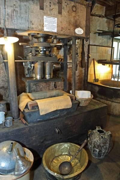 Pressoir à huile de noix du Moulin de la Veyssiére