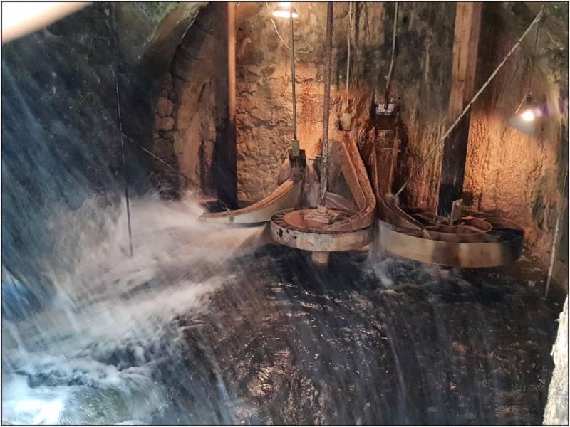 BERGERAC - Roues à augets du Moulin Blanc en mouvement