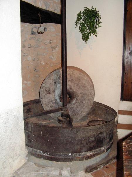 Meule à huile de noix du moulin de taillepetit