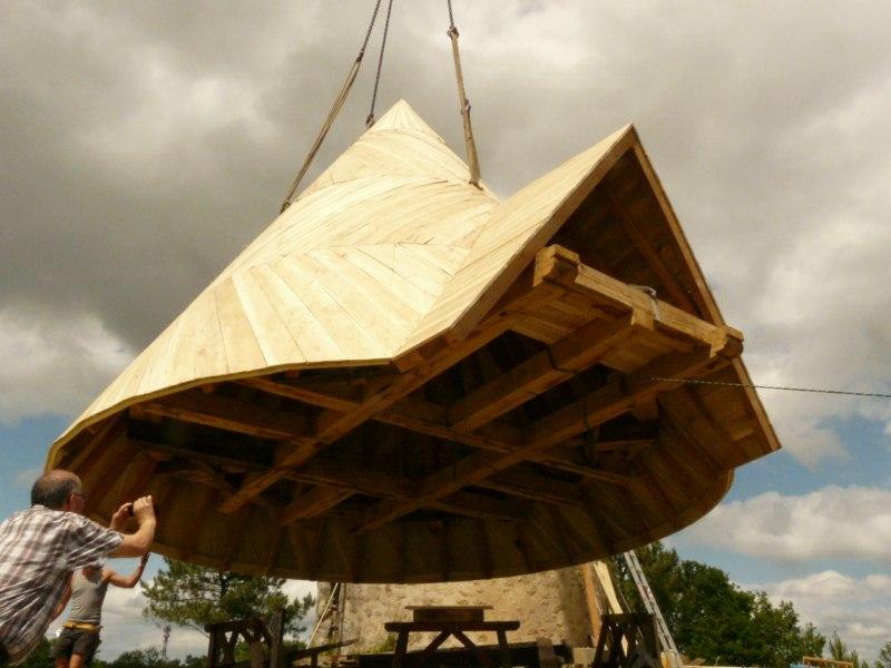 Pose du toit du Moulin de la Rouquette