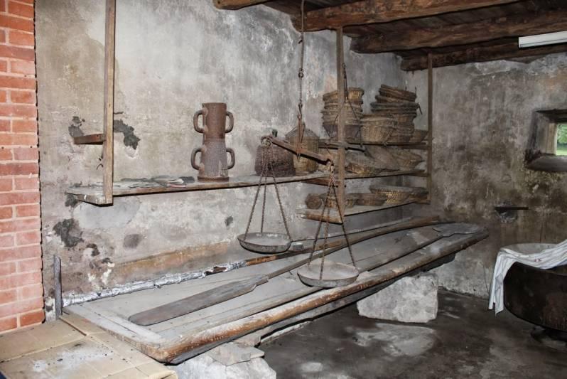 A côté du four à pain au moulin de Landry