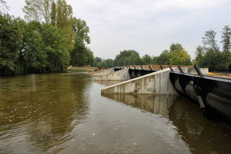 En amont du barrage du Moulin Brulé